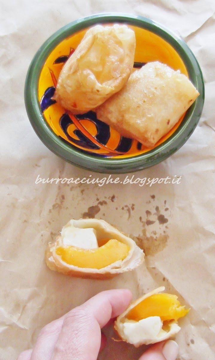 Fagottini di albicocche e primosale. Apricot chees and honey in fillo paste. #apricot #honey #fillo