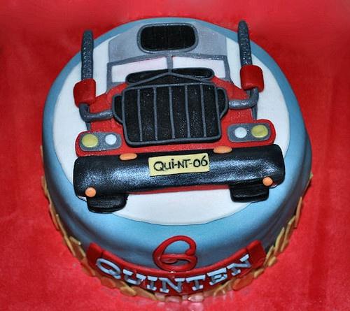 Truck Cake by me (© www.pinterest.com/jeetjepin)