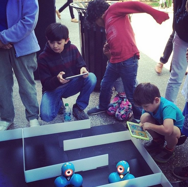 Coding projects for kids: Set up mazes for Dot and Dash robots to navigate