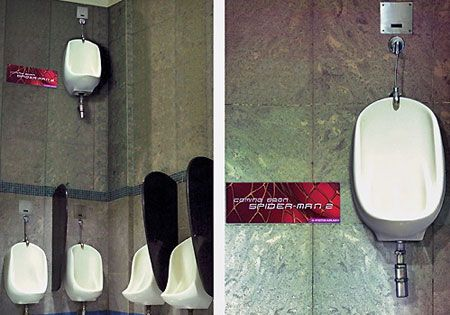 In promotion with the new Spiderman film, many urinals were placed on the wall of male toilets for 'Spiderman'.