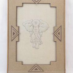 Elephant en boutis encadrement triangles sous verre