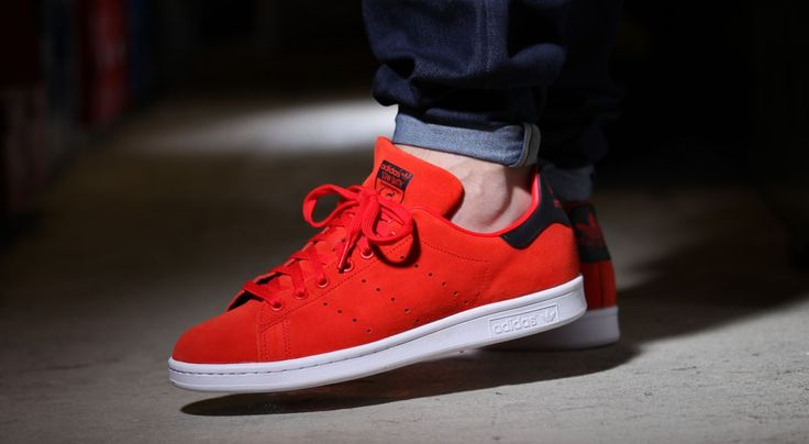 Loving these all red Stan Smiths with white contrasting sole. http://thesolesupplier.co.uk/closer-look/adidas-stan-smith-red/