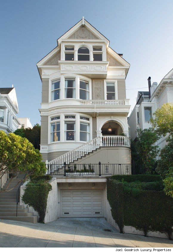 """19th century mansion in San Francisco CA. This house was in the 1990's TV show """"Party of Five"""" This home has awesome views of the Golden Gate."""