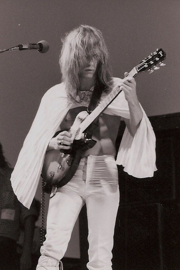 Steve Howe. Not only one of the greatest guitarists ever, but also the epitome of fashion. (well maybe not)
