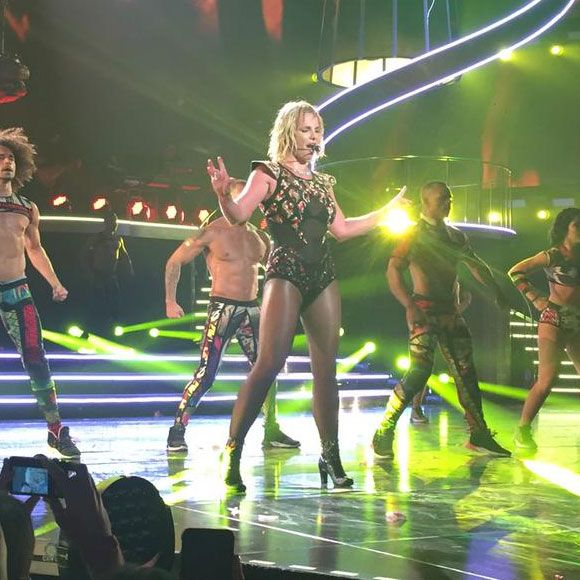 Britney Spears se blesse pendant son spectacle à Las Vegas | HollywoodPQ.com