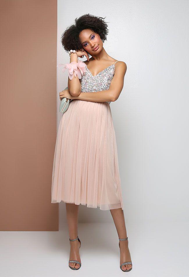 c5c4b0ab4528 Μίντι φόρεμα με τούλινη φούστα, παγιέτα στο στήθος, ρυθμιζόμενες τιράντες,  εσωτερική υφασμάτινη επένδυση, κλείσιμο με φερμουάρ στο πίσω μέρ…