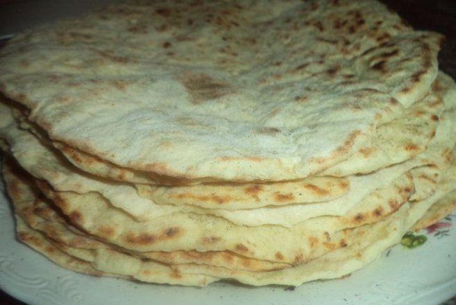 Retete Culinare - Lipii cu branza si cartofi pe tigaie