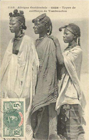 Jeunes femmes arborant de belles coiffures, Tombouctou (Mali)
