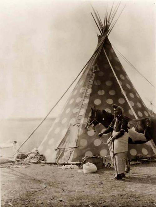 BLACKFOOT NATION - legend of native americans indians; Blackfoot-Tepee