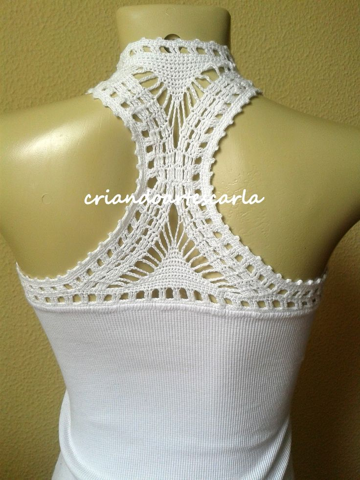 Hoje trago essa camiseta que fiz com aplicaçãoem crochê.   Feita com linha Cléa da Círculo e agulha 1.25mm.   Utilizei uma c...