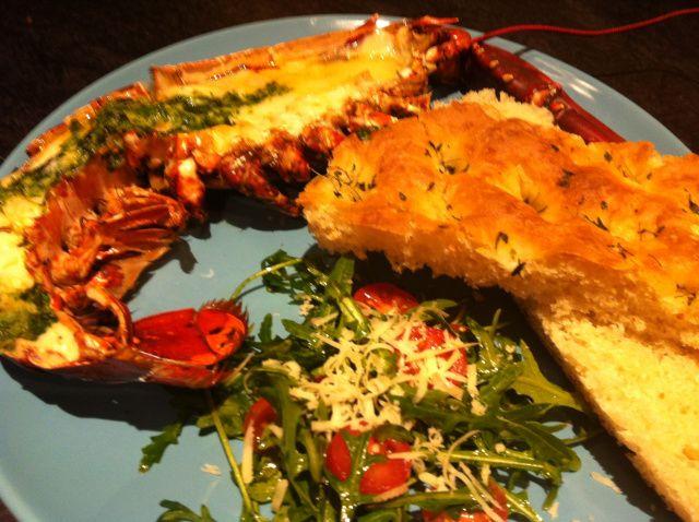Grillet hummer med basilikum og parmesan