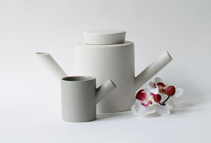 Cathérine Lovatt teapot and milk jug.