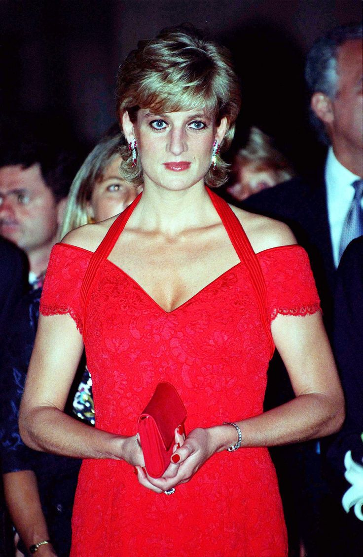 The Princess of Wales attended a dinner in her honour in Argentina in November 1995.