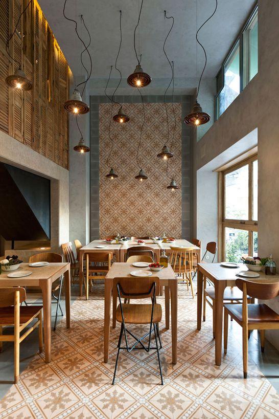 20120723_arq10420_luminárias, painel de ladrilho, mobiliário # Restaurante Capanna via: blog.arkpad.com.br/?p=1914