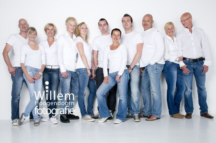 posing ideas for big families | large group photo ideas | Family photography posing pose large group ...