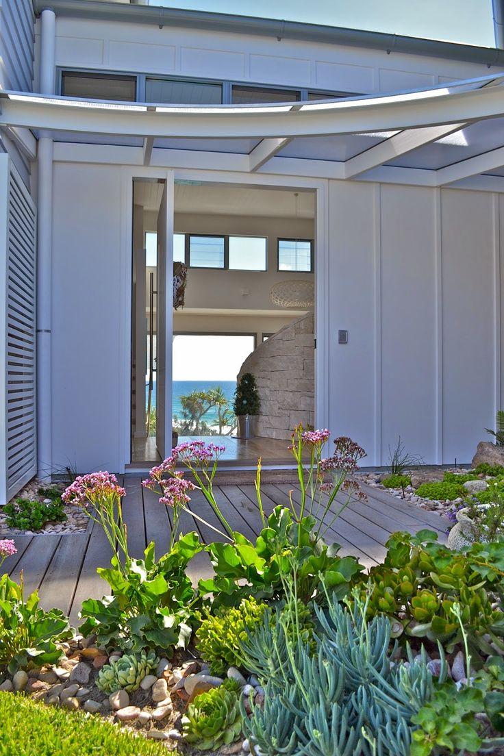 Blue Dog Beach House - a luxury pet friendly beach house overlooking the ocean - Noosa Australia
