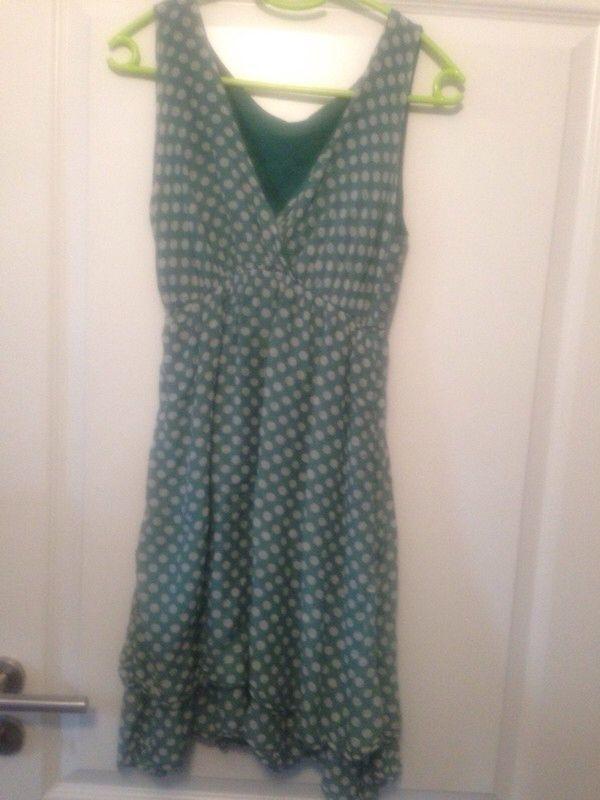 Mein Sehr schönes Sommerkleid mit Punkten von . Größe 38 / S/M / 10 für 10,00 €. Schau es dir an: http://www.kleiderkreisel.de/damenmode/minis/147719938-sehr-schones-sommerkleid-mit-punkten.