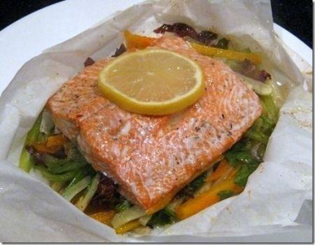 Ricette secondi: salmone al cartoccio con verdure alla julienne