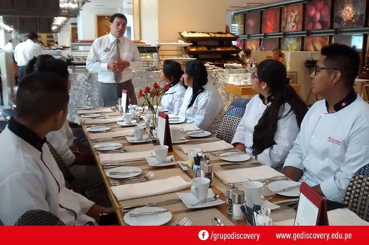 GE Discovery - Alumnos de curso de organización de alimentos y bebidas se dan un break en el Westin Lima Hotel.