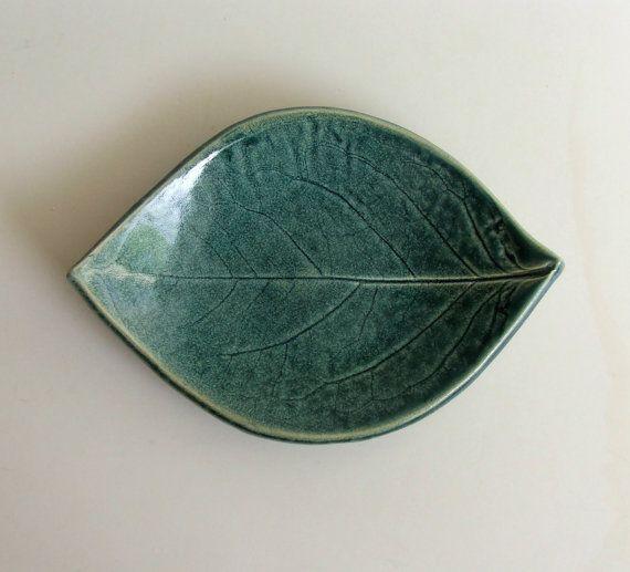 Placa de la hoja bastante cerámica mano por PotterybySumiko en Etsy