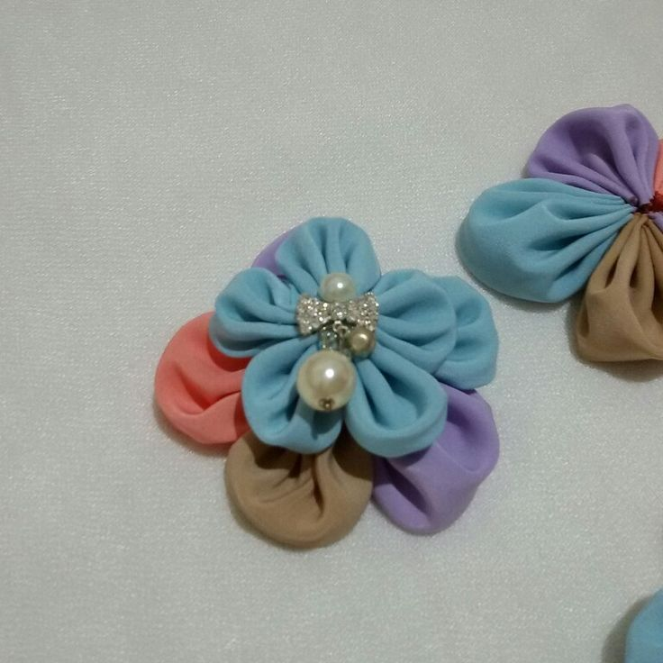 10$   Flower pearl hairclips