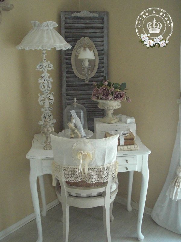 ❤°(¯`★´¯)Shabby Chic(¯`★´¯)°❤ ... Love the lamp and the sweet cloche.