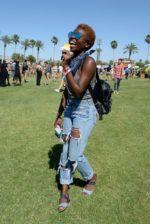 Foi dada a largada aos festivais de verão no hemisfério norte com o primeiro final de semana do Coachella. Pináculo fashion do nicho, o festival levou ao deserto da Califórnia uma turma estilosa de anônimos e celebridades como as angels da Victoria's Secret, Solange, Katy Perry e Rihanna (de macacão brilhante Gucci) para conferir o lineup desta edição, encabeçado por Radiohead, Lady Gaga e Kendrick Lamar. Notamos um cansaço do look boho, que dominou o estilo do público nos últimos anos, e...