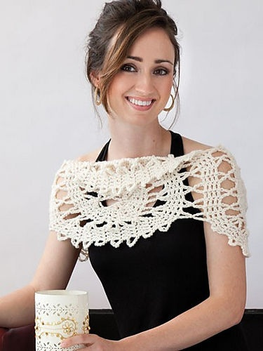 Crochet spiral cowl pattern by Ellen Gormley from Learn Bruges Lace