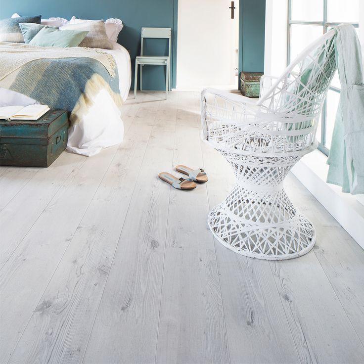 Mooie slaapkamer kleur Petrol Blue van vtwonen en laminaat *Trunk*