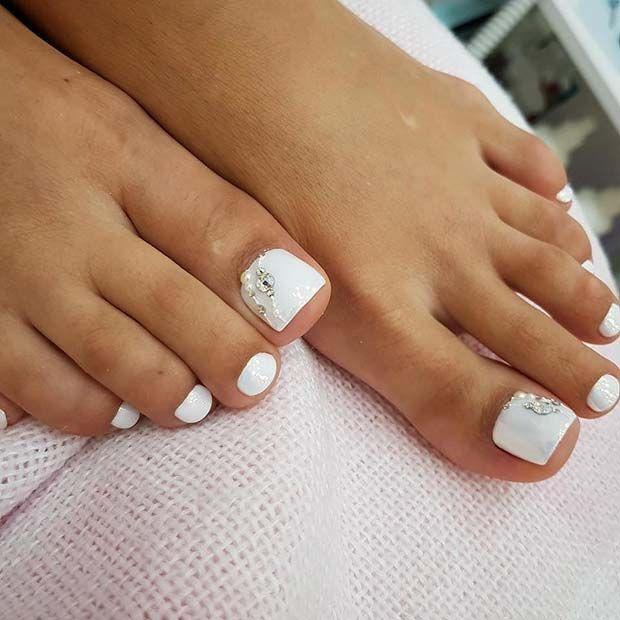 White Elegant Toe Nail Design With Rhinestones Summer Toe Nails Nails Design With Rhinestones Toe Nail Designs