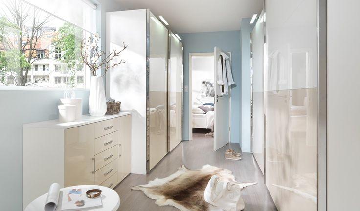 Mit Wellemöbel lassen sich Ankleidezimmer perfekt einrichten und kleine Räume werden zum begehbaren Kleiderschrank. - Möbel Mit www.moebelmit.de