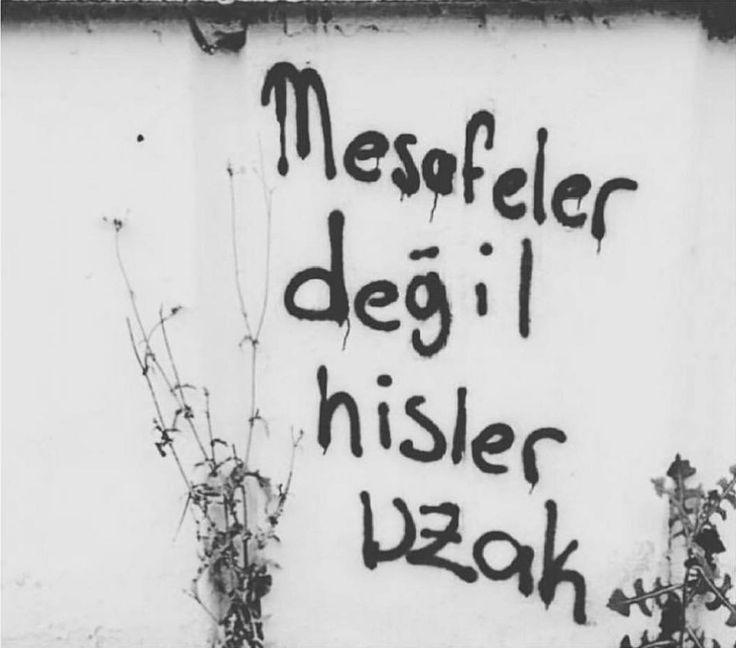Hergarenk Mesafeler değil hisler uzak.  #sözler #anlamlısözler #güzelsözler #manalısözler #özlüsözler #alıntı #alıntılar #alıntıdır #alıntısözler #şiir #edebiyat