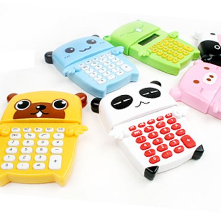 The Animal Calculator is an incredibly cute and well made calculator. The Animal Calculator displays up to 8 digits on the LCD display. To see the LCD display, you simply need to push on the right wing. If you leave the Animal Calculator unused for 5 minutes then the LCD display will automatically turn off.
