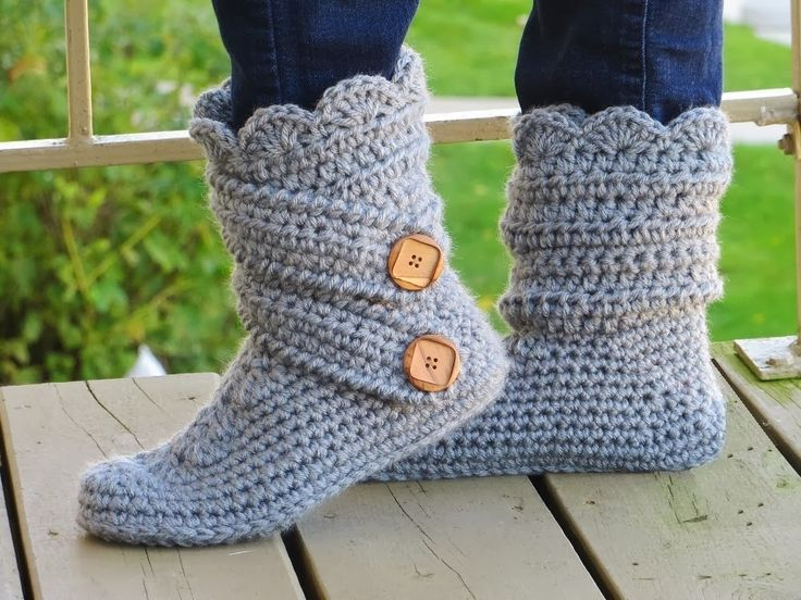 Crochet Dreamz: Woman's Slipper Boots Crochet Pattern, Classic Snow Boots, US sizes 5-12, Now in French too!