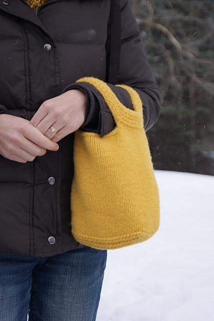 love this little knit bag