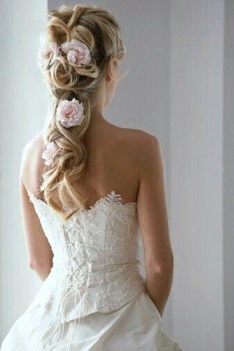 Kaunis.. jos hiukset auki niin tällainen ehdottomasti