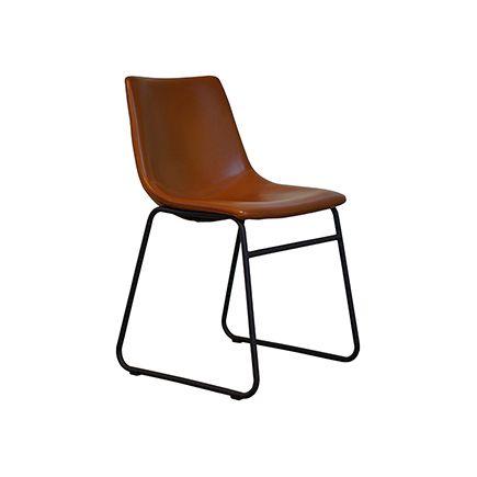 De Hemming kuipstoel is een stoere eetkamerstoel die ook wel de Logan genoemd wordt. Deze industriële stoel is een pareltje in onze collectie waar wij erg trots op zijn.