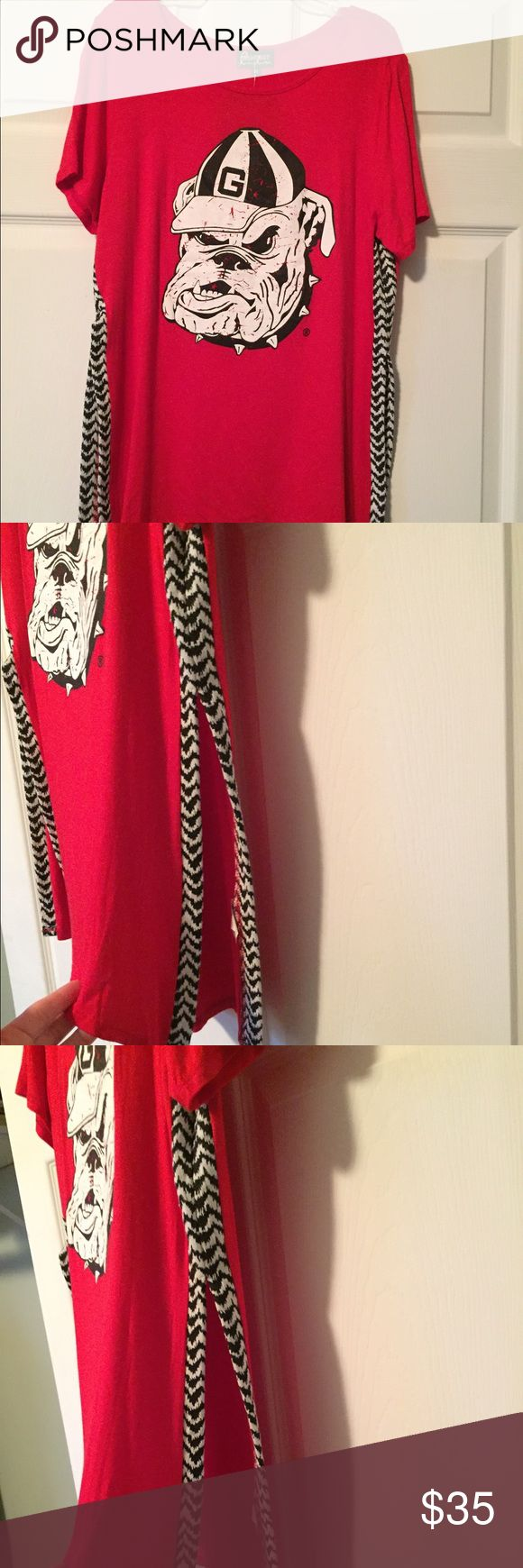 Georgia Bulldogs Shirt Georgia Bulldogs Shirt. Game day Couture Tunic with side split, houndstooth print on sides, NWT. LOVE! 💖 Gameday Coutoure Tops Tunics