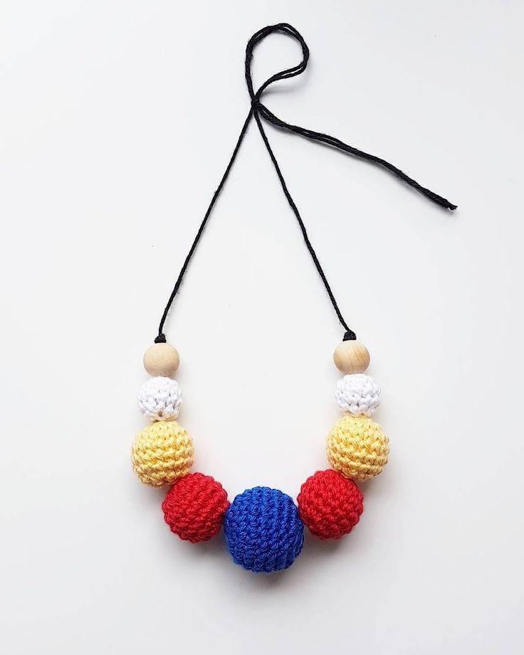 Amningshalsband. 💫💫💫 . #virka #crochet #virkat #crocheting #virkar #crochetersofinstagram #crochetersanonymous #färgglatt #color #colors #garn #yarn #barnmobil #barn #virkattillbaby #virkattillbarn #panduro #pandurohobby #amning #amningshalsband #amma #breastfeeding #breastfeed #necklace #breastfeedingnecklace #hekle #hækle #hekling #barnvagnsmobil #vagnmobil