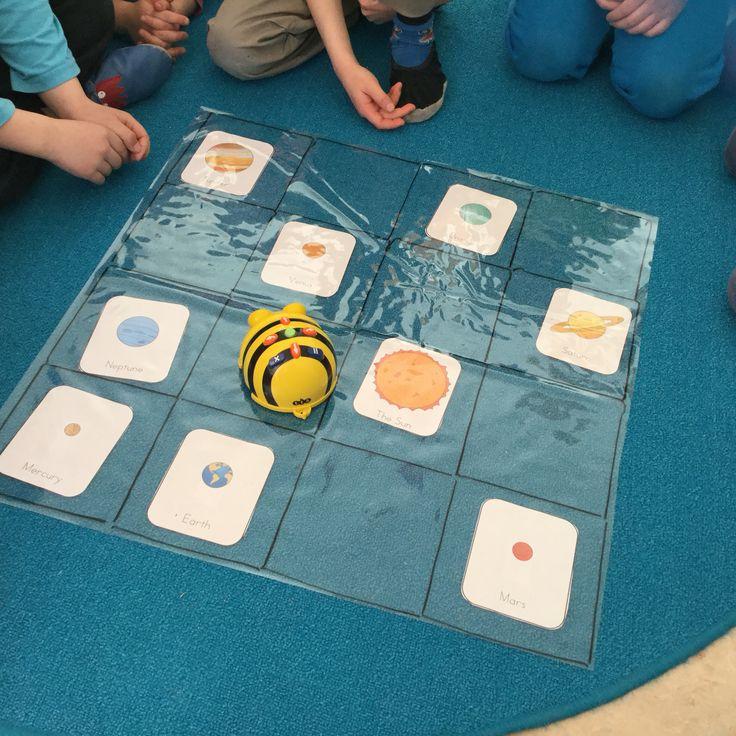Beebot ja avaruus. Harjoittelimme aurinkokuntamme planeettojen järjestystä koodaamalla.