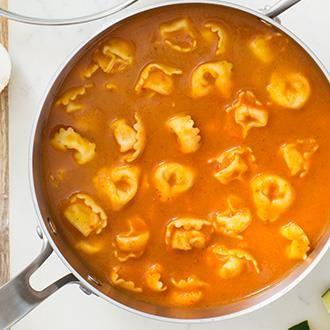 Réchauffez la maison et remplissez les ventres affamés avec une soupe nourrissante pleine de saveur et de légumes cachés.