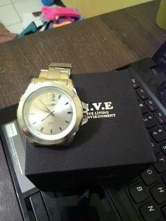 Jajaka Kulon: jam tangan alive dari sophie martin