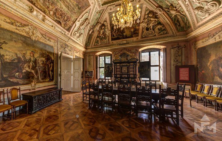 Virtuális túra a múzeum dísztermének freskói között.