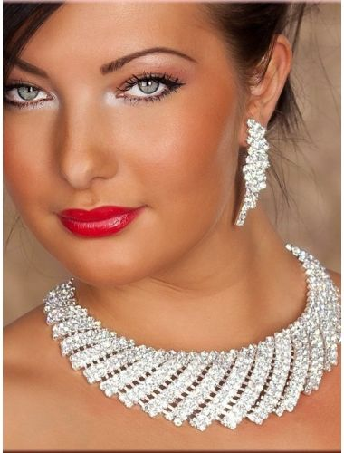 Precious Shell Rhinestone-Necklace and Earrings | Necklace | Jewelery | StringsAndMe