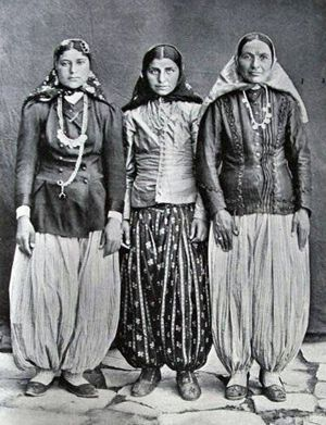 Vintage Photo-Iranian Women: Socio-political history of female Persian fashion. From hijabs out of necessity to hijabs out of religion.
