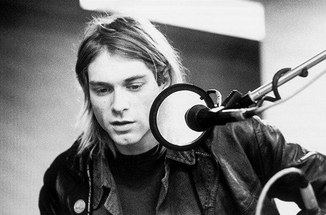 Estas fotos de objetos perdidos en el tiempo terminan por ser imágenes del mismo Kurt Cobain en una especie de registro post mortem de una vida mítica