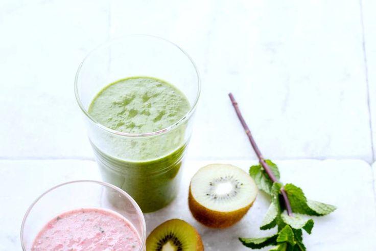 Kijk wat een lekker recept ik heb gevonden op Allerhande! Smoothie met kiwi, avocado, veldsla en basilicum