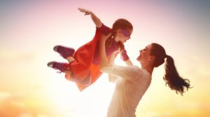 Kennst du das, wenn du den Eindruck hast, deine Kinder tanzen dir förmlich auf der Nase rum? Du willst ihnen auf Augenhöhe und mit Respekt begegnen,