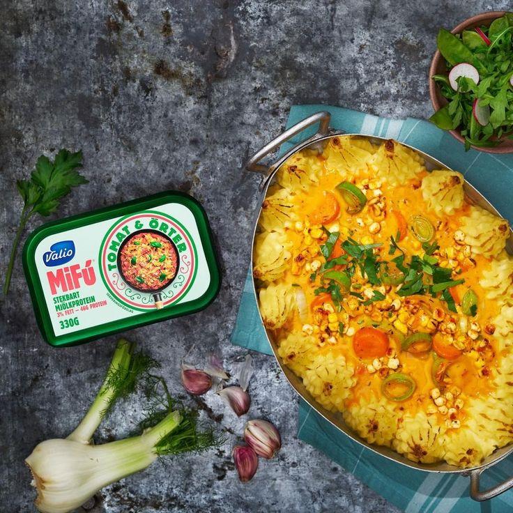 Veckans MiFú-recept som jag tagit fram för @valiosverige är en fiskgratäng med MiFú istället för fisk. MiFú är ett stekbart mjölkprotein som går snabbt att tillaga. Meningen var att jag skulle laga klassiska vardagsrätter men här friformade jag loss lite och tog inspiration från en bouillabaisse, med fänkål, saffran och apelsin. Recept hittar du på www.valio.se/mifu #valio #mifu