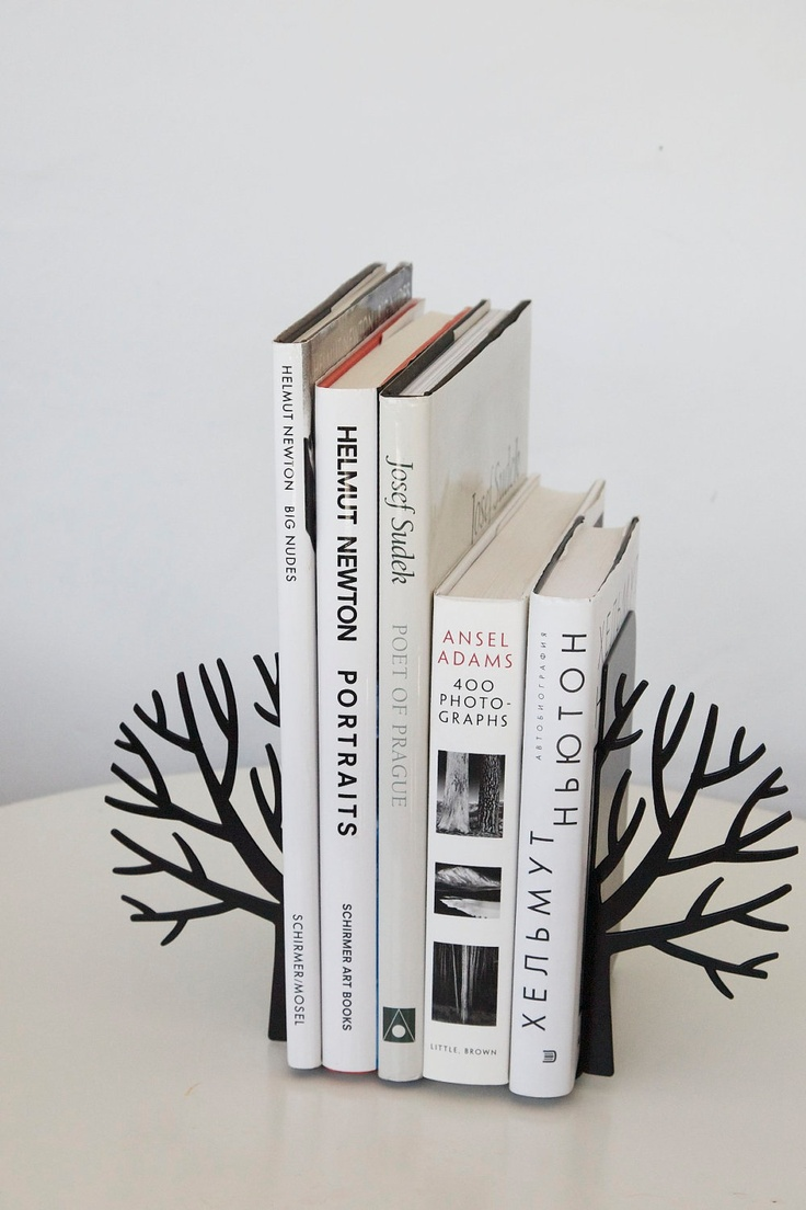 Minimalistic bookends - Winter trees - Scandinavia inspired item black or white color. €34,00, via Etsy.